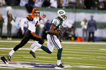 EAST RUTHERFORD, NJ - NOVEMBER 25: Brad Smith #16 of the New York Jets returns a 90 yard touchdown with one shoe past Aaron Pettrey #4 of the Cincinnati Bengals at New Meadowlands Stadium on November 25, 2010 in East Rutherford, New Jersey. The Jets defea