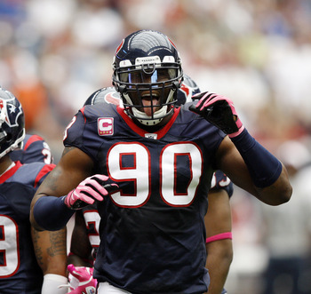 HOUSTON - OCTOBER 10:  Defensive end Mario Wiliiams of the Houston Texans tries to get the crowd into the game against the New York Giants at Reliant Stadium on October 10, 2010 in Houston, Texas.  (Photo by Bob Levey/Getty Images)