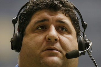 IRVING, TEXAS - DECEMBER 21:  Sports announcer Tony Siragusa watches the game between the New York Giants and the Dallas Cowboys at Texas Stadium on December 21, 2003 in Irving, Texas. The Cowboys defeated the Giants 19-3. (Photo by Ronald Martinez/Getty