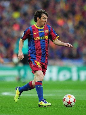 LONDON, ENGLAND - MAY 28:  Lionel Messi of FC Barcelona runs with the ball during the UEFA Champions League final between FC Barcelona and Manchester United FC at Wembley Stadium on May 28, 2011 in London, England.  (Photo by Shaun Botterill/Getty Images)