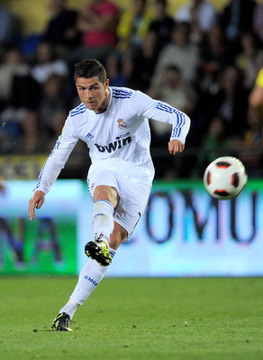 VILLARREAL, SPAIN - MAY 15:  : Cristiano Ronaldo of Real Madrid scores Real's third goal from a free kick during the La Liga match between Villarreal and Real Madrid at estadio El Madrigal on May 15, 2011 in Villarreal, Spain.  (Photo by Denis Doyle/Getty