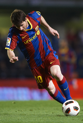 VILLARREAL, CASTELLON - APRIL 02:  Lionel Messi of Barcelona in action during the La Liga match between Villarreal and Barcelona at El Madrigal on April 2, 2011 in Villarreal, Spain. Barcelona won 1-0.  (Photo by Manuel Queimadelos Alonso/Getty Images)