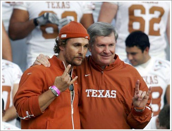Matthew_mcconaughey_hookemhorns_display_image