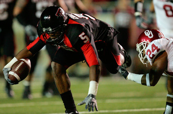 LUBBOCK, TX - NOVEMBER 17:  Wide receiver Michael Crabtree #5 of the Texas Tech Red Raiders makes a pass reception against Marcus Walker #24 of the Oklahoma Sooners in the first quarter at Jones AT&T Stadium on November 17, 2007 in Lubbock, Texas.  (Photo