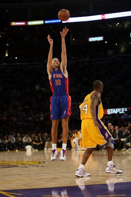 LOS ANGELES, CA - NOVEMBER 14:  Tayshaun Prince #22 of the Detroit Pistons shoots over Kobe Bryant #24 of of the Los Angeles Lakers on November 14, 2008 at Staples Center in Los Angeles, California. The Pistons won 106-95.   NOTE TO USER: User expressly a