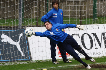 ROME - MARCH 01: Vito Mannone the goalkeeper of Under 21 in action as Mattia Perin (UP) looks on during Italy U21 training at Sport Center La Borghesiana on March 1, 2010 in Rome, Italy.  (Photo by Paolo Bruno/Getty Images)