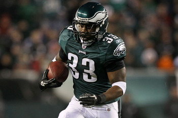 PHILADELPHIA, PA - DECEMBER 02:  Jerome Harrison #33 of the Philadelphia Eagles runs with the ball against the Houston Texans at Lincoln Financial Field on December 2, 2010 in Philadelphia, Pennsylvania.  (Photo by Jim McIsaac/Getty Images)