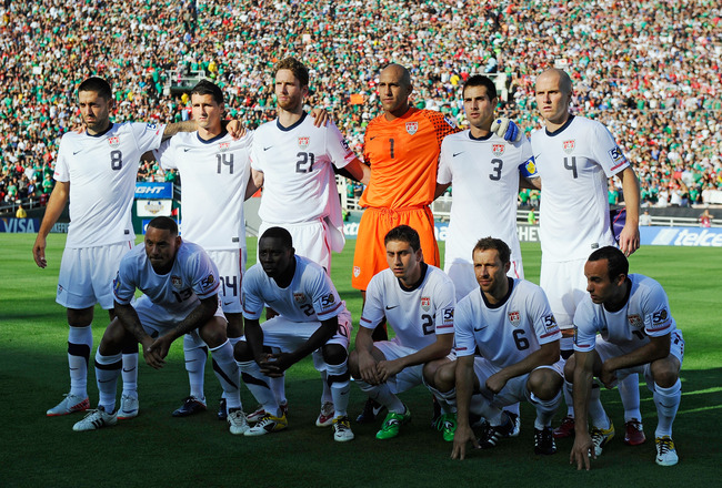 PASADENA, CA - JUNE 25: United States soccer team members pose before their match against Mexico during the 2011 CONCACAF Gold Cup Championship at the Rose Bowl on June 25, 2011 in Pasadena, California.  (Photo by Kevork Djansezian/Getty Images)