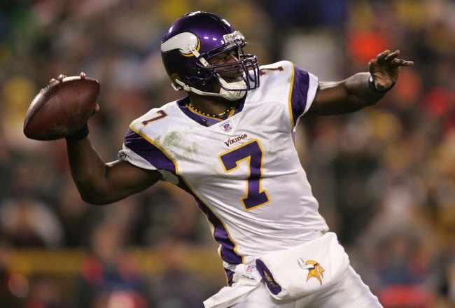 GREEN BAY, WI - DECEMBER 21:  Tarvaris Jackson #7 of the Minnesota Vikings throws a pass in the 1st half against the Green Bay Packers on December 21, 2006 at Lambeau Field in Green Bay, Wisconsin. (Photo by Jonathan Daniel/Getty Images)