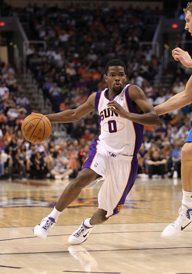 PHOENIX, AZ - MARCH 27:  Aaron Brooks #0 of the Phoenix Suns handles the ball against the Dallas Mavericks during the NBA game at US Airways Center on March 27, 2011 in Phoenix, Arizona.  The Mavericks defeated the Suns 91-83. NOTE TO USER: User expressly