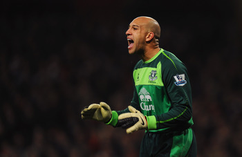 LONDON, ENGLAND - FEBRUARY 01:  Tim Howard of Everton shouts during the Barclays Premier League match between Arsenal and Everton at the Emirates Stadium on February 1, 2011 in London, England.  (Photo by Mike Hewitt/Getty Images)
