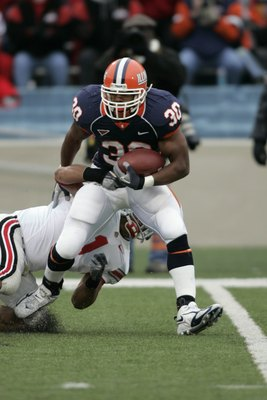 CHAMPAIGN, IL - NOVEMBER 4:  Running back Pierre Thomas #30 of the Illinois Fighting Illini runs with the football against the Ohio State Buckeyes at Memorial Stadium November 4, 2006 in Champaign, Illinois. The buckeyes defeated the Illini 17-10.  (Photo