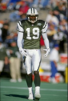 22 Nov 1998:  Wide receiver Keyshawn Johnson #19 of the New York Jets looks on during the game against the Tennessee Oilers at the Vanderbilt Stadium in Nashville, Tennessee. The Jets defeated the Oilers 24-3. Mandatory Credit: Scott Halleran  /Allsport