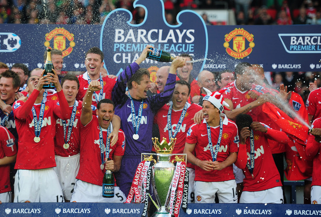 MANCHESTER, ENGLAND - MAY 22:  Manchester United celebrate with the Premier League trophy after the Barclays Premier League match between Manchester United and Blackpool at Old Trafford on May 22, 2011 in Manchester, England. Manchester United celebrate a