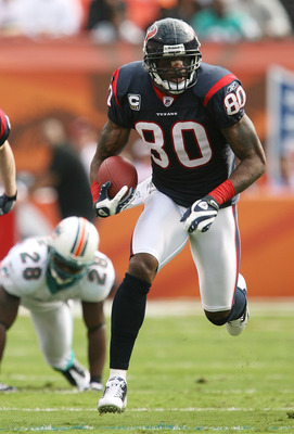 MIAMI - DECEMBER 27:  Wide receiver Andre Johnson #80 of the Houston Texans breaks away for a long play while taking on the Miami Dolphins for a touchdown at Land Shark Stadium on December 27, 2009 in Miami, Florida.  (Photo by Doug Benc/Getty Images)
