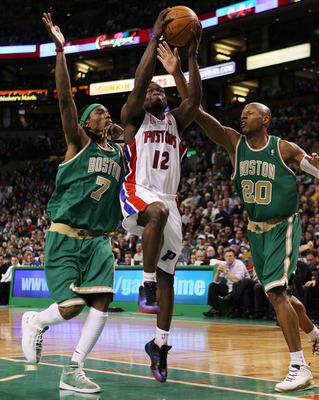Photo courtesy http://images.sneakernews.com/wp-content/uploads/2010/03/nba-feet-ray-allen-jordan-hallowed-ground-st-patty-3.jpg