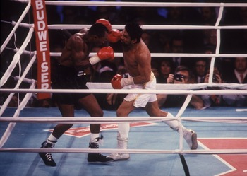 DEC 1989:  ROBERTO DURAN IN ACTION DURING HIS WORLD TITLE FIGHT WITH SUGAR RAY LEONARD. Mandatory Credit: Holly Stein/ALLSPORT