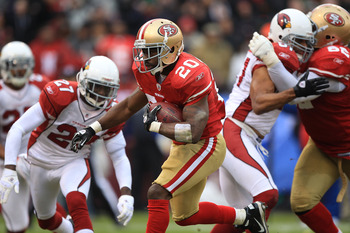 SAN FRANCISCO, CA - JANUARY 02:    Brian Westbrook #20 of the San Francisco 49ers runs for a touchdown against the Arizona Cardinals during an NFL game at Candlestick Park on January 2, 2011 in San Francisco, California.  (Photo by Jed Jacobsohn/Getty Ima