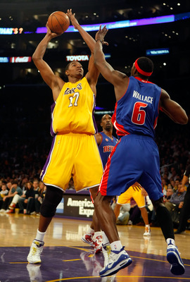 LOS ANGELES, CA - NOVEMBER 17:  Andrew Bynum #17 of the Los Angeles Lakers is defended by Ben Wallace #6 of the Detroit Pistons in the first half at Staples Center on November 17, 2009 in Los Angeles, California. NOTE TO USER: User expressly acknowledges