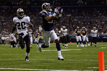 ST. LOUIS - NOVEMBER 15: Donnie Avery #17 of the St. Louis Rams hauls in a touchdown pass against Randall Gay #20 of the New Orleans Saints at the Edward Jones Dome on November 15, 2009 in St. Louis, Missouri.  (Photo by Dilip Vishwanat/Getty Images)