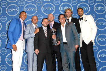 LOS ANGELES, CA - JULY 13: (L-R) NBA players Shawn Marion, Jason Kidd, Jose Juan Barea, Brian Cardinal, Owner Mark Cuban, Dirk Nowitzki and Tyson Chandler with award for Best Team poses in the press room at The 2011 ESPY Awards at Nokia Theatre L.A. Live