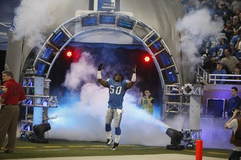 DETROIT - DECEMBER 20:  Ernie Sims #50 of the Detroit Lions takes the field during player introductions prior to playing the Arizona Cardinals on December 20, 2009 at Ford Field in Detroit, Michigan. (Photo by Gregory Shamus/Getty Images)