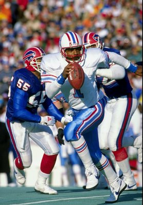 1988:  Quarterback Warren Moon of the Houston Oilers in action during a game against the Buffalo Bills. Mandatory Credit: Rick Stewart  /Allsport