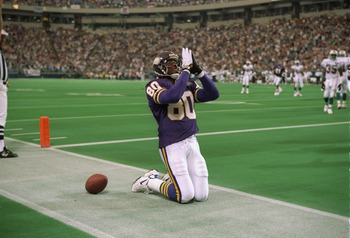 MIAMI - SEPTEMBER 25:  Wide receiver Cris Carter #80 of the Minnesota Vikings celebrates after scoring a touchdown during an NFL game against the Miami Dolphins on September 25, 1994 in Miami, Florida.  (Photo by Rick Stewart/Getty Images)