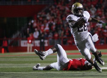 PISCATAWAY, NJ - OCTOBER 16:  Dion Lewis #28 of the University of Pittsburgh Panthers runs against the Rutgers University Scarlett Knights on October 16, 2009 at Rutgers Stadium in Piscataway, New Jersey.  (Photo by Jared Wickerham/Getty Images)