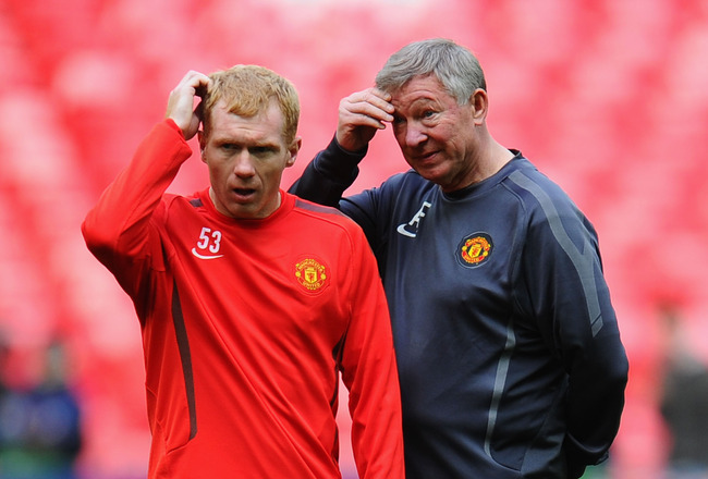 LONDON, ENGLAND - MAY 27:  Paul Scholes of Manchester United (L) and Sir Alex Ferguson manager of Manchester United gesture during a Manchester United training session prior to the UEFA Champions League final versus Barcelona at Wembley Stadium on May 27,