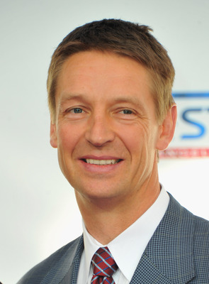 LOS ANGELES, CA - FEBRUARY 20:  Former NBA player Detlef Schrempf arrives to the T-Mobile Magenta Carpet at the 2011 NBA All-Star Game on February 20, 2011 in Los Angeles, California.  (Photo by Alberto E. Rodriguez/Getty Images)