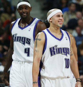 SACRAMENTO, CA - NOVEMBER 16:  Mike Bibby #10 and Chris Webber #4 of the Sacramento Kings smile during a time out against the Chicago Bulls on November 16, 2004 at Arco Arena in Sacramento, California.  NOTE TO USER: User expressly acknowledges and agrees