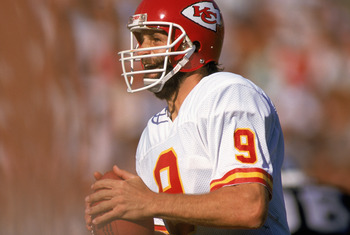 LOS ANGELES - 1988:  Quarterback Bill Kenney #9 of the Kansas City Chiefs looks for a receiver during a 1988 NFL game against the Los Angeles Raiders at the LA Memorial Coliseum in Los Angeles, California.  (Photo by Mike Powell/Getty Images)