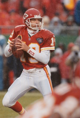 20 NOV 1994:  KANSAS CITY CHIEFS QUARTERBACK JOE MONTANA SCRAMBLES OUT OF THE POCKET LOOKING FOR AN OPEN RECEIVER DURING THE CHIEFS 20-13 VICTORY OVER THE CLEVELAND BROWNS AT ARROWHEAD STADIUM IN KANSAS CITY, MISSOURI. Mandatory Credit: Todd Rosenberg/ALL