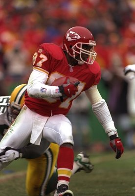 10 Nov 1996:  Wide receiver Tamarick Vanover of the Kansas City Chiefs moves the ball during a game against the Green Bay Packers at Arrowhead Stadium in Kansas City, Missouri.  The Chiefs won the game, 27-20. Mandatory Credit: Craig Jones  /Allsport