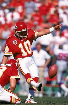 10 Oct 1999:  Kicker Pete Stoyanovich #10 of the Kansas City Chiefs kicks a field goal against the New England Patriots at Arrowhead Stadium in Kansas City, Missouri. The Chiefs defeated the Patriots 16-14. Mandatory Credit: Brian Bahr/Allsport