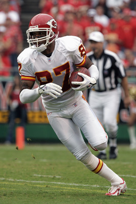 KANSAS CITY, MO - SEPTEMBER 10: Eddie Kennison #87 of the Kansas City Chiefs stands on the field during the game with the Cincinnati Bengals in the second quarter on September 10, 2006 at Arrowhead Stadium in Kansas City, Missouri. The Bengals won 23-10.