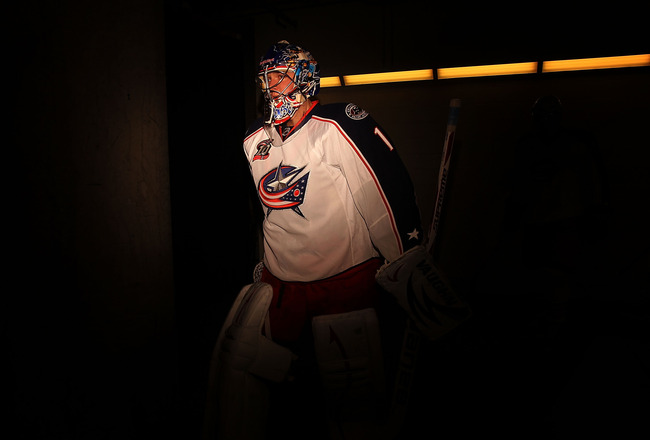 DALLAS, TX - FEBRUARY 13:  Goaltender Steve Mason #1 of the Columbus Blue Jackets walks to the ice before a game against the Dallas Stars at American Airlines Center on February 13, 2011 in Dallas, Texas.  (Photo by Ronald Martinez/Getty Images)