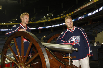 COLUMBUS,OH - JULY 21:  Jeff Carter #7 of the Columbus Blue Jackets and James Wisniewski #21 of the Columbus Blue Jackets pose for the cameras during a press conference on July 21, 2011 at Nationwide Arena in Columbus, Ohio.  (Photo by John Grieshop/Getty