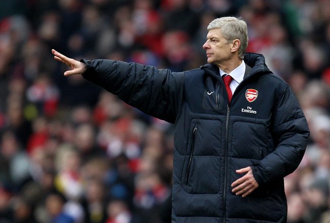 LONDON, ENGLAND - MARCH 05:  Manager Arsene Wenger of Arsenal gives instructions from the touchline during the Barclays Premier League match between Arsenal and Sunderland at Emirates Stadium on March 5, 2011 in London, England.  (Photo by Paul Gilham/Get