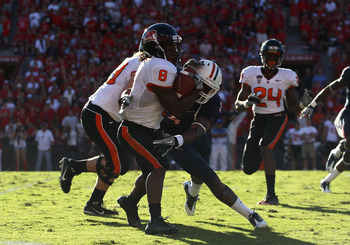 TUCSON, AZ - OCTOBER 09:  Wide receiver James Rodgers #8 of the Oregon State Beavers returns a kick off for 29 yards against the Arizona Wildcats during the college football game at Arizona Stadium on October 9, 2010 in Tucson, Arizona.  The Beavers defea