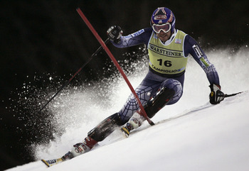 MADONNA DI CAMPIGLIO, ITALY - DECEMBER 12:  (FRANCE OUT) Bode Miller of the U.S. in action during the Men's Slalom at the FIS Alpine Ski World Cup on December 12, 2005 in Madonna di Campiglio, Italy.  (Photo by Agence Zoom/Getty Images)