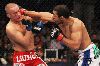 Ufc129_11_aldo_vs_hominick_004_display_image