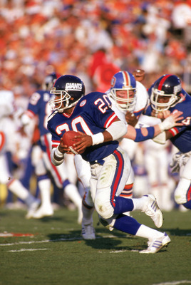 PASADENA, CA - JANUARY 25:  Running back Joe Morris #20 of the New York Giants carries the ball against the Denver Broncos during Super Bowl XXI at the Rose Bowl on January 25, 1987 in Pasadena, California. The Giants defeated the Broncos 39-20. (Photo by