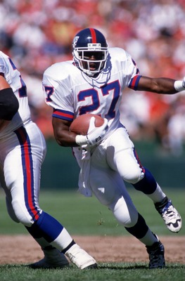 1 OCT 1995:  NEW YORK GIANTS RUNNING BACK RODNEY HAMPTON CARRIES THE FOOTBALL DURING THE GIANTS 20-6 LOSS TO THE SAN FRANCISCO 49ERS AT 3 COMM STADIUM IN SAN FRANCISCO, CALIFORNIA. Mandatory Credit: Otto Greule/ALLSPORT