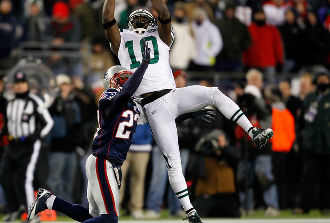 FOXBORO, MA - DECEMBER 06:  Santonio Holmes #10 of the New York Jets makes a reception in the second quarter against Kyle Arrington #27 of the New England Patriots at Gillette Stadium on December 6, 2010 in Foxboro, Massachusetts.  (Photo by Jim Rogash/Ge