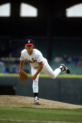 1990:  Scott Radinsky of the Chicago White Sox delivers the pitch during the 1990 season. (Photo by:  Jonathan Daniel/Getty Images)