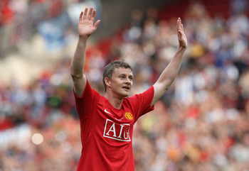 MANCHESTER, UNITED KINGDOM - AUGUST 02:  Ole Gunnar Solskjaer of Manchester United acknowledges the crowd after his testimonial friendly match between Manchester United and Espanyol at Old Trafford on August 2, 2008 in Manchester, England.  (Photo by Davi