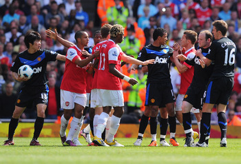 LONDON, ENGLAND - MAY 01:  Arsenal and Manchester United players clash during the Barclays Premier League match between Arsenal and Manchester United at the Emirates Stadium on May 1, 2011 in London, England.  (Photo by Mike Hewitt/Getty Images)