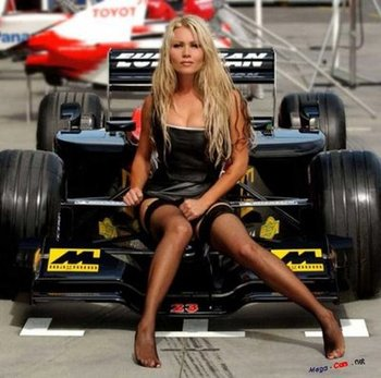 Pitgirlissocharmingwhensittingonaf1racingcar_display_image